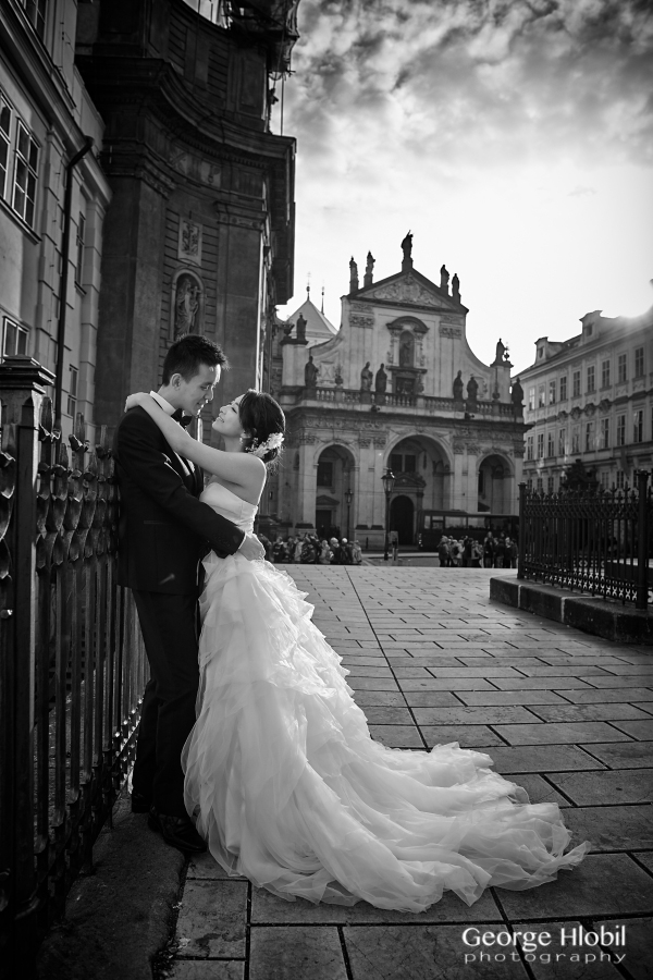 Prague_pre-wedding_photographer_George_Hlobil_5630-bw